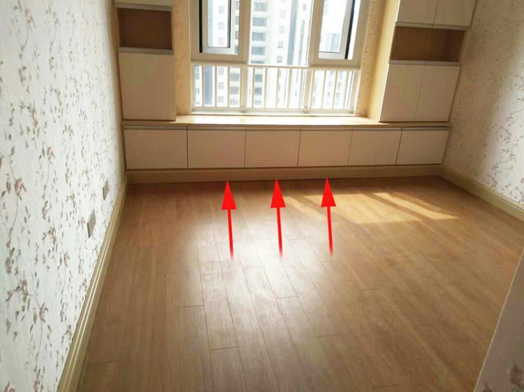 7.踢脚暖与地板完美搭配.jpg