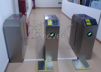 一个完整的门禁系统由读卡器,控制器,电锁,出门开关,门磁,电源,管理