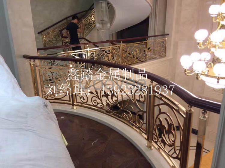 别墅家居仿金铝艺雕花楼梯扶手厂家订制上门量数安装