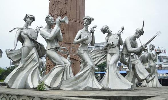 来图定制咨询 全国跑单 上海零爵艺术设计工程有限公司,少数民族文化雕塑景观浮雕墙,繁荣发展少数民族文化,是兴起社会主义文化建设新高潮迫切需要。少数民族文化作为中华文化的重要组成部分,是社会主义文化建设的重要内容。当前,少数民族文化总体发展状况与兴起社会主义文化建设新高潮的要求相比,还存在不少不适应的地方。没有少数民族文化的繁荣发展,就没有社会主义文化的大发展大繁荣;没有少数民族文化建设的新高潮,就没有社会主义文化建设的新高潮。只有各民族文化百花盛开、万紫千红,社会主义文化百花园才能繁花似锦、春光满园。必须