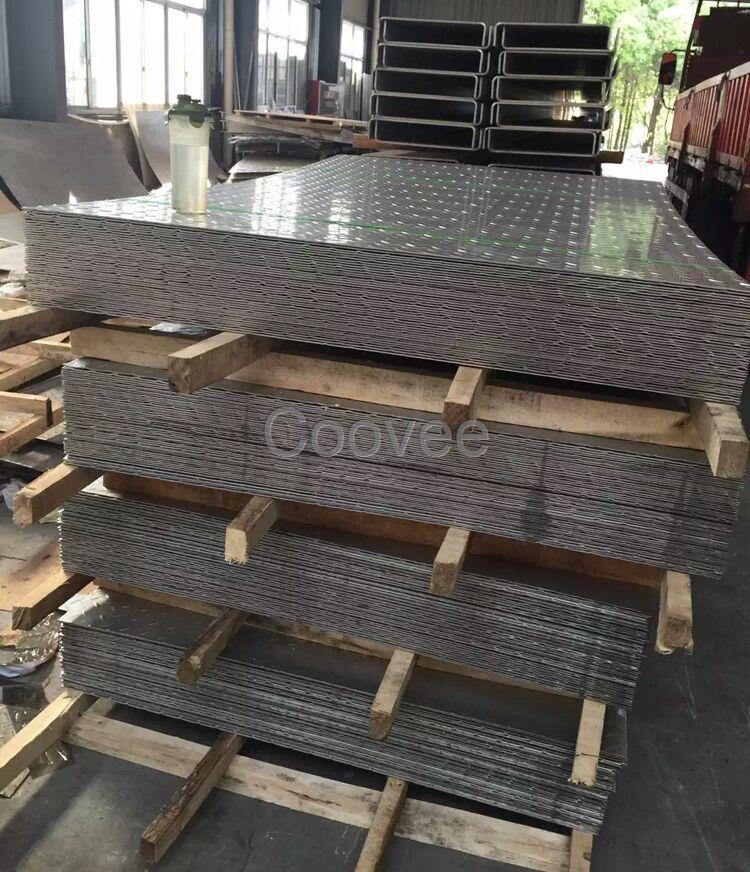 重庆不锈钢花纹板现货供应304不锈钢花纹板规格表