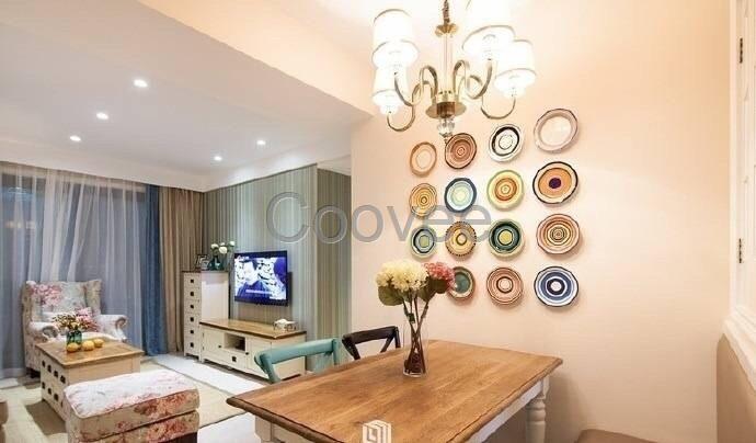 小户型的居室色彩有什么可以免费领红包在贴合自己爱好的同时,一般可选择浅色调、中间色作为家具及床罩、沙发、窗帘的基调。这些色彩因有扩散和后退性,使居室给人以清新开朗、明亮宽敞的感受。当整个空间有很多相对不同的色调安排时,房间的视觉效果将大大提高。 功能与情趣是小户型的重点,要将一家人的共性与个性统一体现在空间划分和家居装饰中。在平面格局上,小户型的有什么可以免费领红包通常以满足实用功能为先,合理地布置各个功能分区、人流路线和一些大型的家具。可以采用开放式厨房或客厅、餐厅并用等方法,在不影响使用功能的基础上,利用相互渗透的空间增加室内的层次