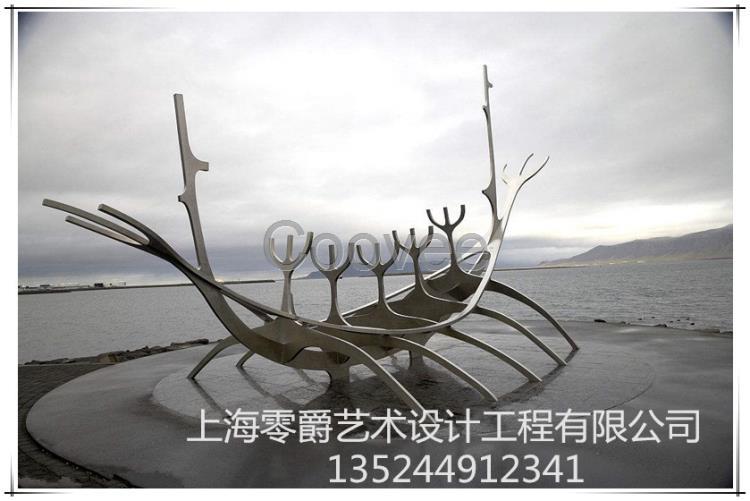 渔翁雕塑-渔夫撒网景观雕塑-创意渔船雕塑安装厂家