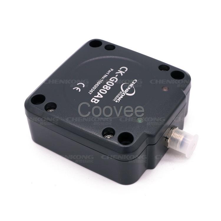 CK-G080AB是一款基于射频识别技术的低频RFID标签传感器,传感器工作频率为125KHZ,同时支持对EMID,FDX-B两种格式标签的读取。传感器内部集成了射频部分通信协议,用户只需通过RS232RS485通信接口接收数据便能完成对标签的读取操作,而无需理解复杂的射频通信协议。 传感器自带Auto-turning自动调谐电路,在不同环境中工作时能自动调节电路参数,使外部环境对读卡距离的影响降到最小,进一步增强了自身的抗干扰能力, 具有接收灵敏度高、性能稳定、可靠性强等特点。 传感器可广泛应用于物流